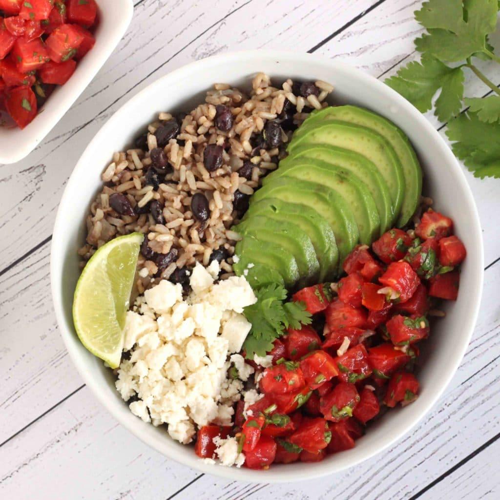 Fiesta Beans and Rice by @jesselwellness #vegetarian