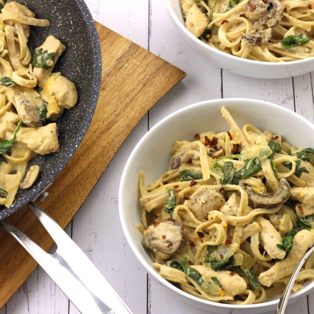 Dairy-Free Chicken Alfredo Pasta by @jesselwellness #dairyfree