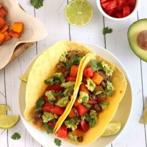 Vegan Roasted Pumpkin Tacos with Black Beans by @jesselwellness