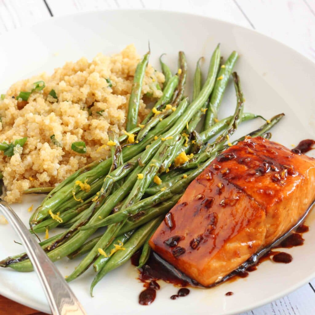Honey Garlic Salmon with Lemon Green Beans and Garlic Quinoa by @jesselwellness