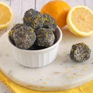 Lemon Poppy Seed Bites by @jesselwellness